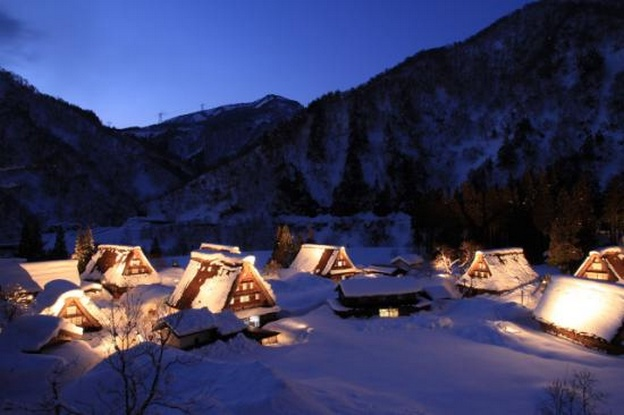 toyama houses in snow